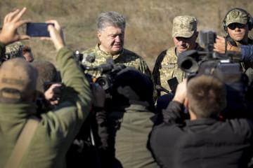 Poroshenko: Militares ucranianos están listos para repeler una agresión rusa en el mar de Azov (Vídeo)