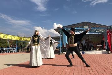 トルコでクリミア・タタール人コミュニティが収穫祭を開催