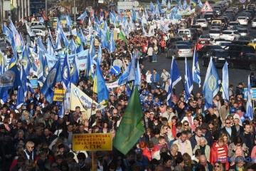 Les syndicats de Kyiv exigent une augmentation des  salaires et des réductions de certains prix