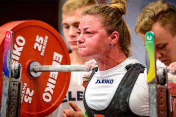 举重:乌克兰姑娘梅尔尼克创造世界纪录