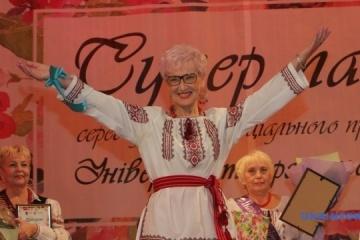 最美夕阳红:第聂伯市举行老年女士选美活动