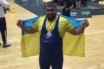 Yevhen Oleksenko wins silver in powerlifting at Invictus Games