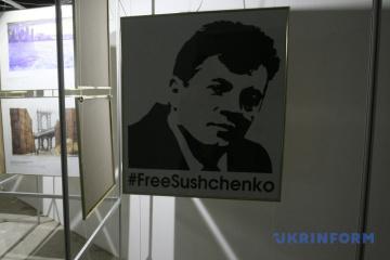 Poroshenko awards Order for Courage to Roman Sushchenko