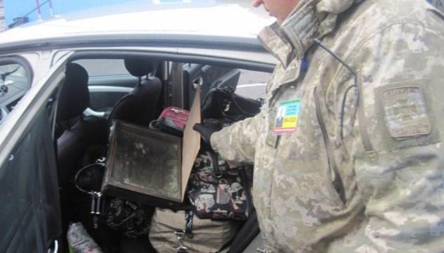 На границе с Молдовой задержали контрабандиста из базы Интерпола