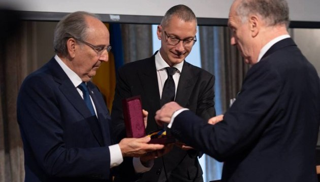 Lozhkin presented the Sheptytsky medal to the Head of the World Jewish Congress