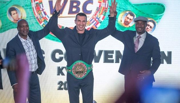 Владимир Кличко получил золотой пояс почетного чемпиона WBC