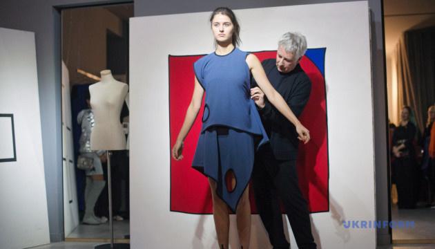 Платье «черный квадрат». Украинский авангард шагает по Парижу