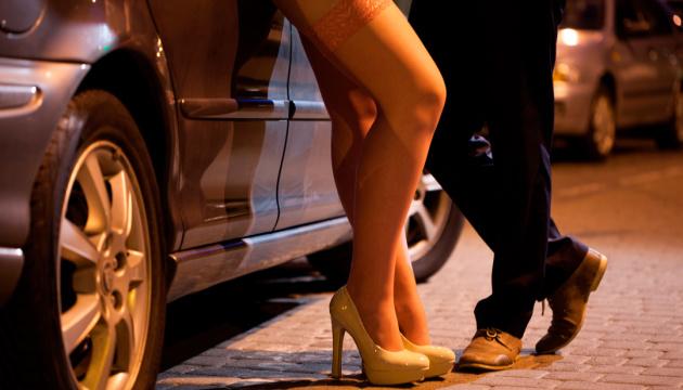Закон должен наказывать не проституток, а их клиентов — активисты