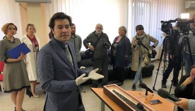 Нищук передал Славянскому музею отреставрированный скифский меч