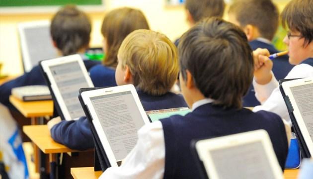В Минобразования сказали, сколько времени нужно на внедрение электронных учебников