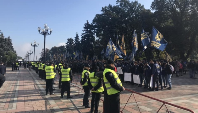 Раду и центр Киева охраняют более 800 полицейских и нацгвардейцев