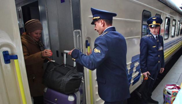 Укрзализныця назначила на праздники еще три дополнительных поезда из Киева
