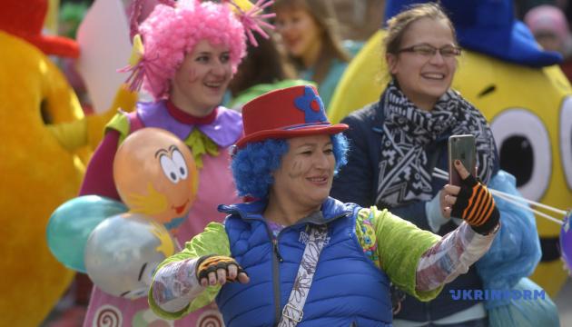 В Виннице устроят парад улыбающихся людей