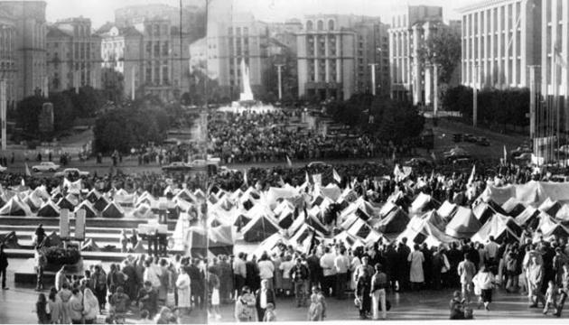 Порошенко поблагодарил тех, кто 28 лет назад собрал первый Майдан