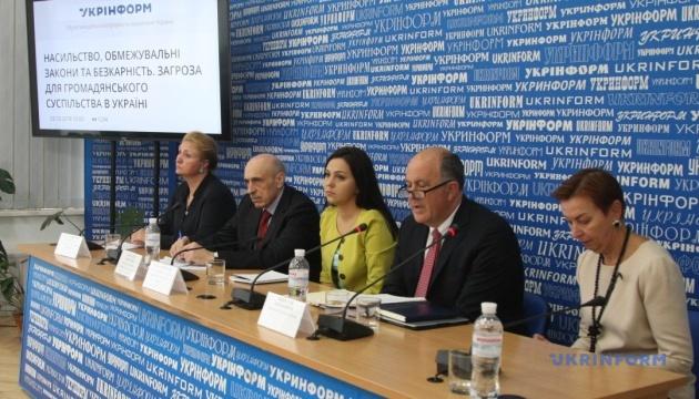 Насилие, ограничительные законы и безнаказанность. Угроза для гражданского общества в Украине