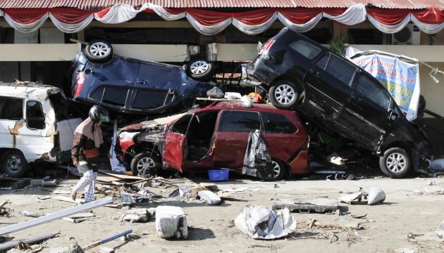 Землетрясение и цунами в Индонезии: жертв уже более 1400