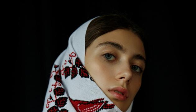 La collection d'un couturier ukrainien présentée lors de la Semaine de la Haute Couture à Paris