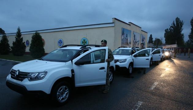 К пограничникам отправились сто автомобилей Renault Duster