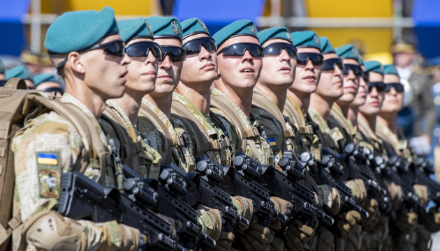 Петиція про парад на сайті Президента за добу набрала  1600 підписів