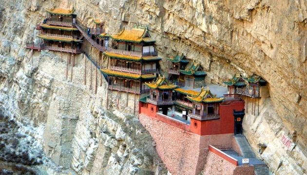 Висячий монастир у Китаї знову став доступним для мандрівників