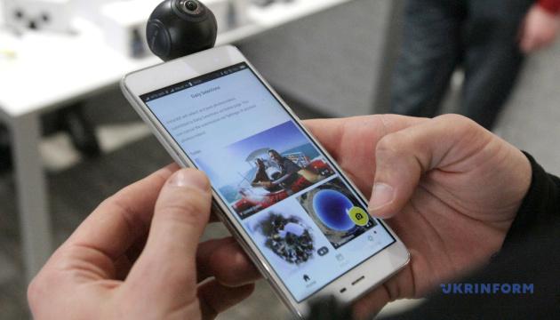 Новая Зеландия ввела штраф за отказ показать телефон на таможне