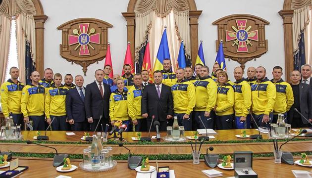 Полторак провел встречу с украинской командой Игр Непокоренных