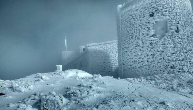 В Карпатах выпало до полуметра снега