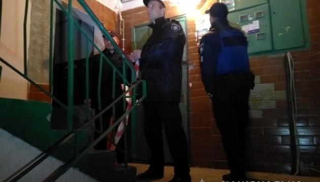 У Києві в під'їзді житлового будинку стріляли в чоловіка — поліція