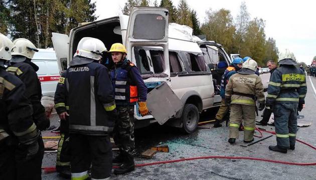 В России столкнулись автобус и маршрутка: 13 погибших