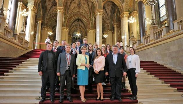 У парламенті Угорщини з'явилися україномовні ескурсії