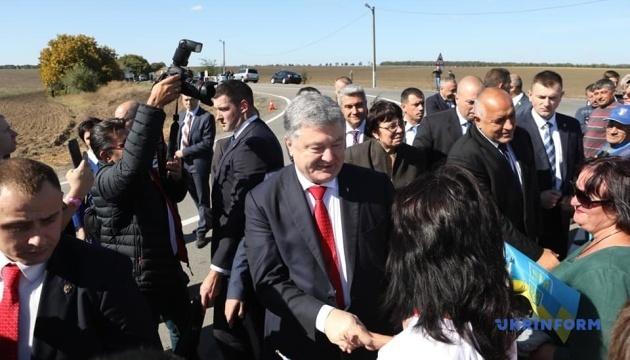 """Порошенко та прем'єр Болгарії ознайомилися з ходом ремонту траси """"Одеса-Рені"""""""
