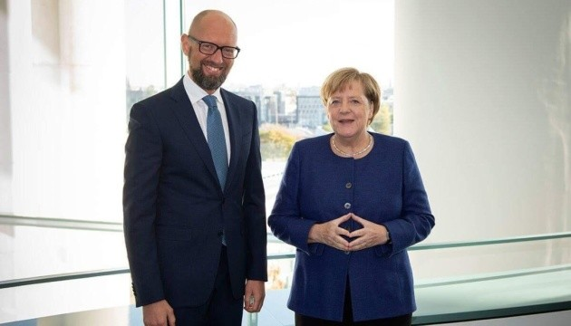 Яценюк назвал дату визита Меркель в Украину