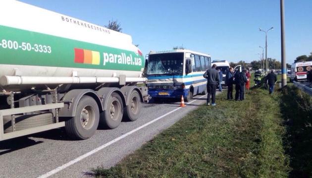 На Днепропетровщине столкнулись маршрутка с бензовозом, есть пострадавшие