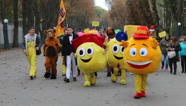 В Виннице прошел парад улыбающихся людей