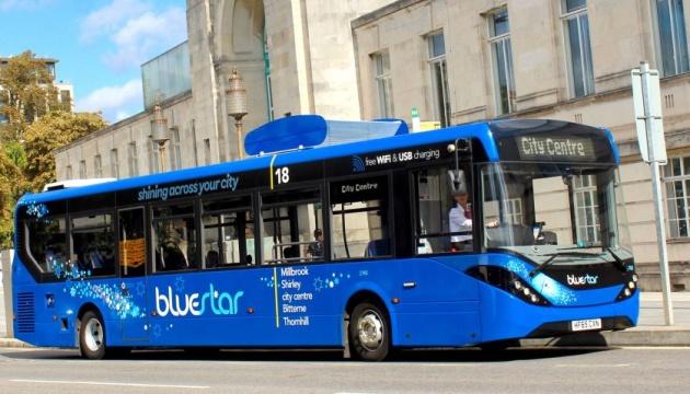 В Британии очистить воздух помогает автобус
