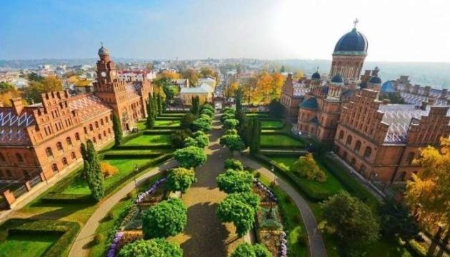 Порошенко поздравил Черновцы с 610-й годовщиной