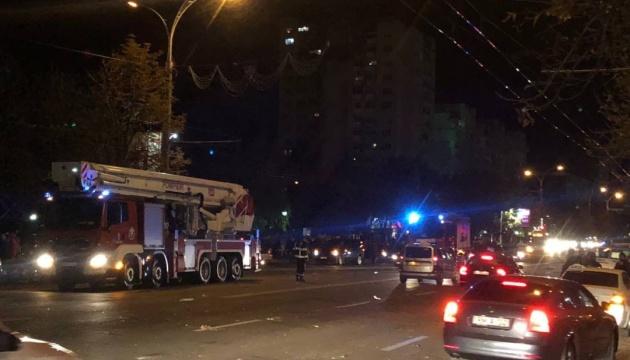 Потужний вибух зніс три поверхи будинку в Кишиневі
