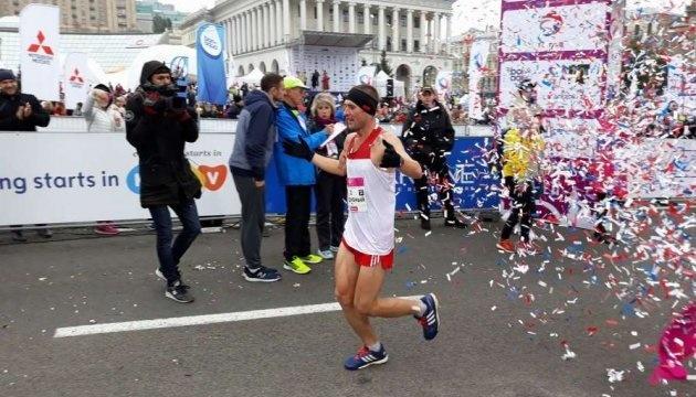 Київський марафон вдруге поспіль виграв Артем Піддубний з Донеччини