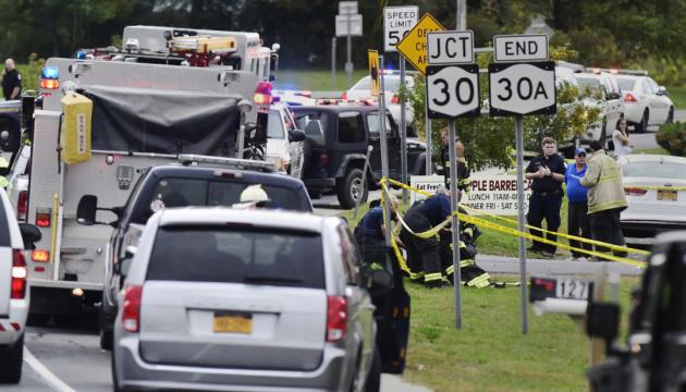 В США свадебный лимузин сбил людей на парковке: 20 погибших