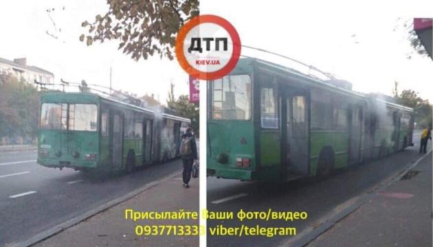У Києві на ходу зайнявся тролейбус