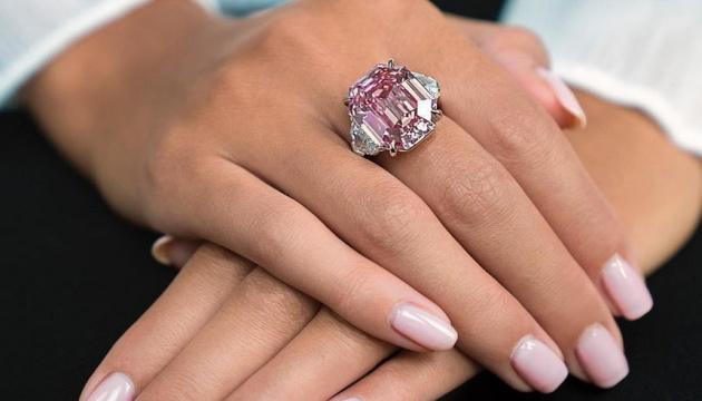Christie's пустить з молотка найбільший у світі рожевий діамант