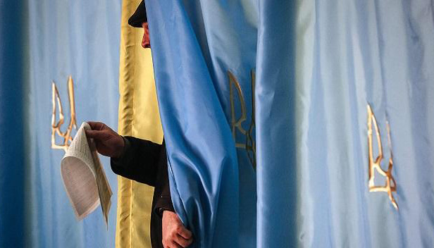 Коли кружляють російські яструби, вибори в Україні мають бути у фокусі уваги Заходу