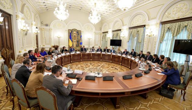"""Порошенко обещает """"прививки"""" от применения админресурса на выборах"""