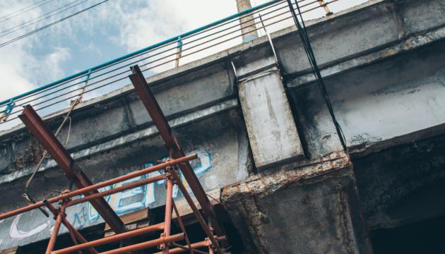 У Києві через місяць почнуть зносити Шулявський міст