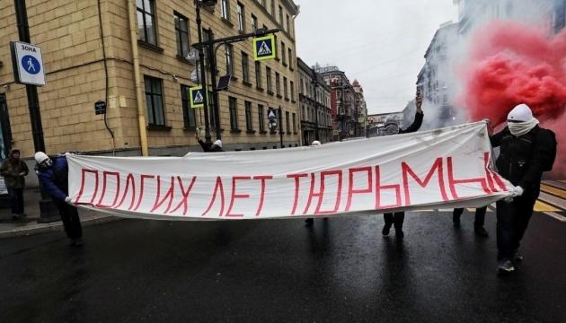У Росії суд арештував активістів за побажання Путіну