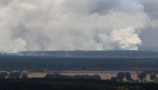 На військовому складі під Ічнею лунають поодинокі вибухи - Міноборони