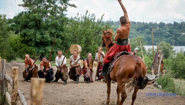 Музейники Вінниці до Дня захисника читають лекції про козаків та героїв АТО