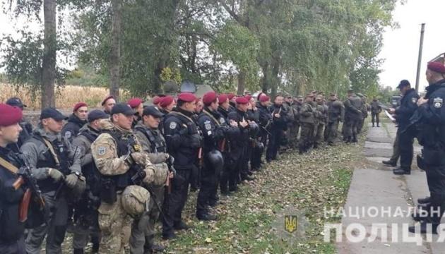 Поліцейські Києва заступили на патрулювання біля військових складів на Чернігівщині