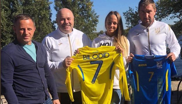 Дарье Белодед подарили именные футболки сборной Украины