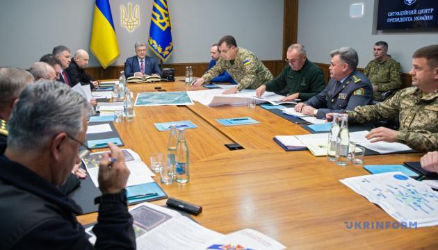 Порошенко доручив завершити переговори з НАТО про гроші на захист артскладів